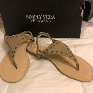 Brand new Simply Vera olive size 51/2 sandals